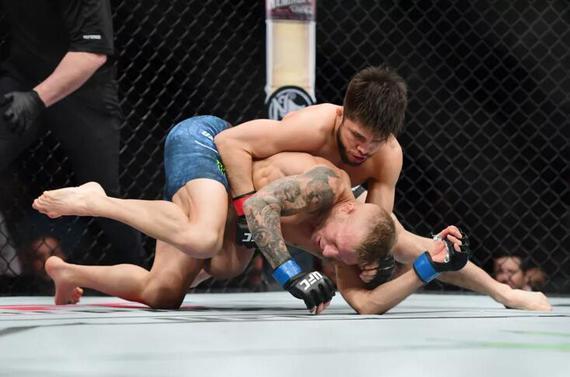UFC格斗之夜143综述:塞胡多32秒击退迪拉肖成功卫冕