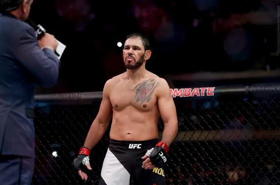 """""""小牛头人""""诺盖拉UFC格斗之夜164出战特雷弗-史密斯"""