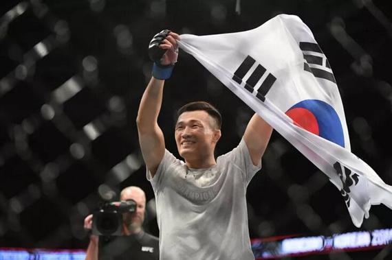 UFC格斗之夜154综述:韩国僵尸58秒TKO轻取莫伊卡诺