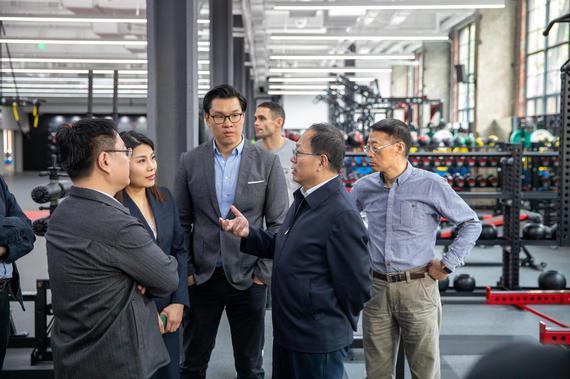 国家体育总局局长苟仲文在上海UFC精英训练中心调研