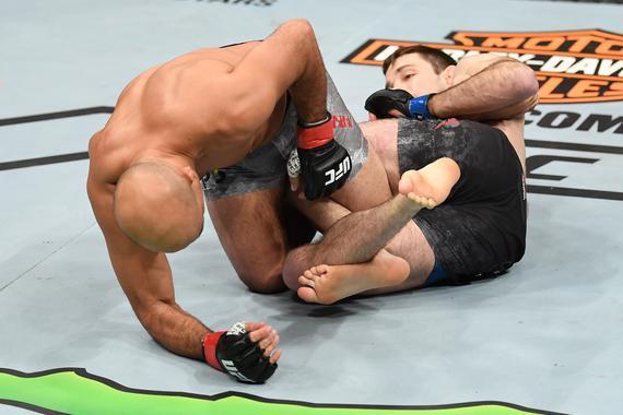 2018年UFC十大最佳降服:霍尔翻滚足跟勾锁死BJ-潘恩