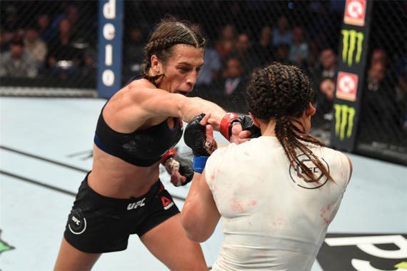 乔安娜以巨大的优势一致判定击败了沃特森