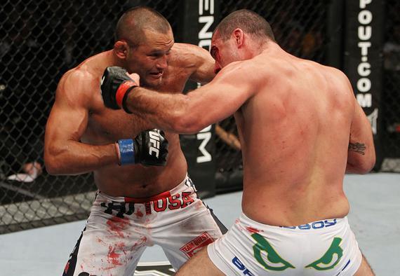 亨德森与胡阿在UFC139中的经典一战