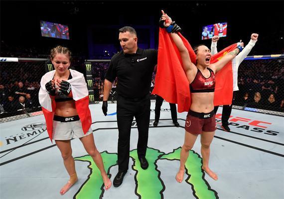 闫晓楠巨大优势判定击败卡洛琳娜 宋克南首回合KO取胜