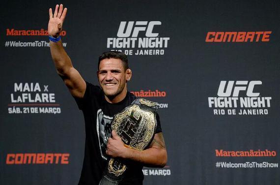 前UFC轻量级冠军多斯-安乔斯宣布升重到次中量级