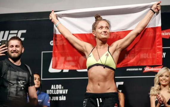 前女子草量级冠军挑战者卡洛琳娜出战UFC波兰赛