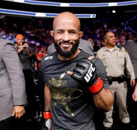 狄米崔斯-约翰逊连续第11次卫冕UFC蝇量级冠军头衔