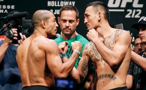奥尔多(左)VS霍洛威的羽量级冠军二番战将领衔UFC218