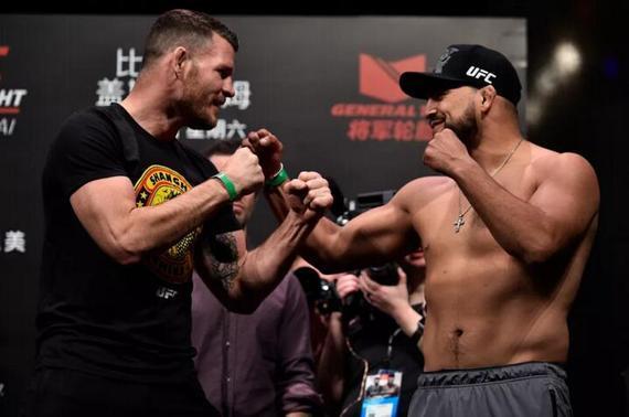 比斯平(左) VS 盖斯特鲁姆的对决引爆了UFC上海赛的最高潮