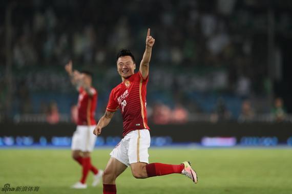 郜林庆祝进球