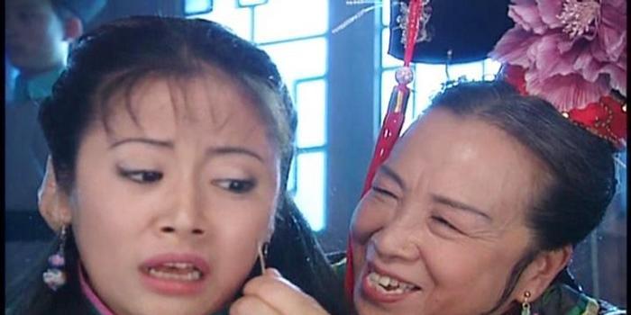 李明启私下是个慈祥老太太,在拍摄经典的