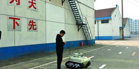 粮食仓储业首个智能机器人上岗