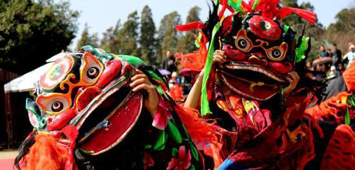 云南石林狮舞闹春欢度佳节