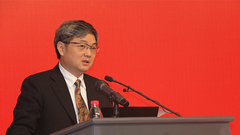 中国人民大学经济研究所联席所长杨瑞龙主持论坛