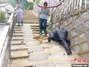 道路塌方桥梁坍塌 持续暴雨导致杭州临安多人被困