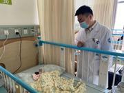 浙1女婴一出生就连着脐带做了手术 60分钟生命争夺战