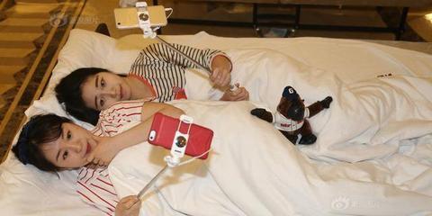 杭州美女直播各种睡觉姿势