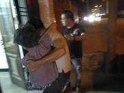 台风前夜救援人员抱起温州老奶奶 送到儿子家中