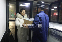 熱心市民給杭州消防員送來口罩:每次出警都要注意安全
