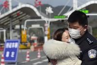 杭州護士接緊急通知支援武漢 民警丈夫驅車趕來送別