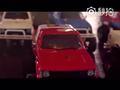 视频-15辆玩具汽车能拉动3.2吨重的丰田海拉克斯