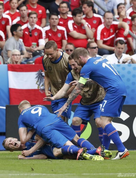 冰岛庆祝进球