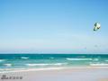 泰国最美海滩!白衣帅哥骑马