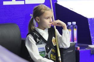 [台球]9岁小萝莉抢镜