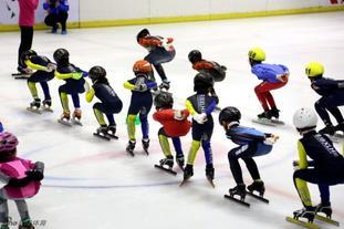 新浪冰雪家庭日短道速滑专场