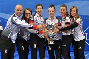 女子冰壶世锦赛加拿大夺冠