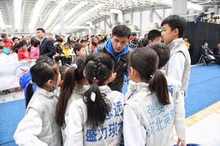 叶冲观战中国击剑俱乐部联赛