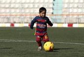 阿富汗足球小将收到梅西球衣