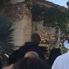 图文-科比瓦妮莎携全家游迪士尼 科比背影