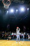 图文-科比在京举办退役特别活动 科比投篮