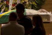 巴西传奇球星卡洛斯-阿尔贝托追悼会