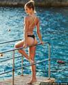 图文-勒夫超模女友身材火辣 泳池美女秀身姿
