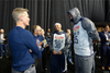 图文-NBA全明星训练 杜兰特与教练交谈
