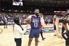 图文-NBA全明星训练 哈登接受采访