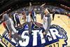 图文-NBA全明星训练 击掌庆祝得分