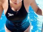 女神筱崎爱连体泳衣显肉感身材
