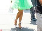 蕾哈娜竟扮萝莉!绿色蓬裙卖萌