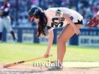 韩棒球啦啦队美女高抬腿热舞