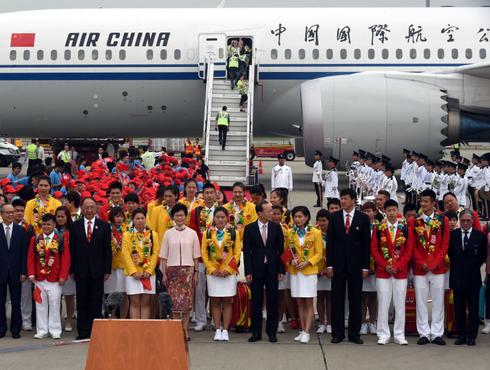 中国奥运代表团抵达香港