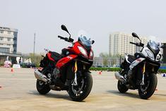 宝马S1000XR    XR:探险摩托车和赛车的跨界融合