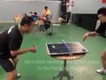 视频-在mini乒乓球台打球 刘国梁这么教马龙