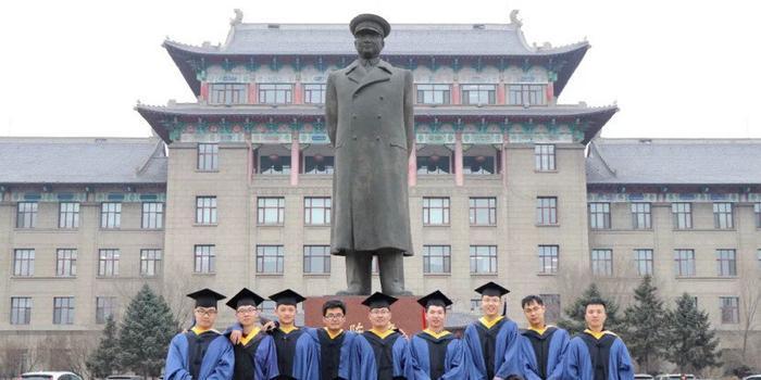 哈尔滨工业大学1400余位工科研究生文言文写论文