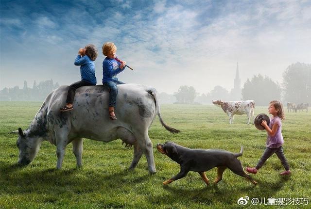 童年的奇妙都会发生在一瞬间,所以把握好快门,捕捉到这神奇的一刻是十分重要的。来自荷兰的摄影师Adrian就拿相机留住了儿子多姿多彩的童年时光。然而,当照片经过了Photoshop的处理,又一番奇妙的事情发生了。