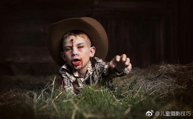 提起儿童摄影,大家一定都会想到萌萌的小朋友们,可是美国摄影师Amanda偏偏对大家的一贯思维说不,他就给一些天真无邪的孩子们拍摄了僵尸题材的照片,一起来感受下~