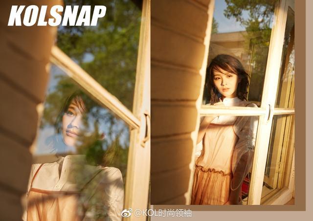 近日,邓莎应某杂志邀请拍摄写真,她信步在曼妙的春光里,自在优雅,而她的萌娃大麟子的俏皮入镜,也让午后时光更显温情。