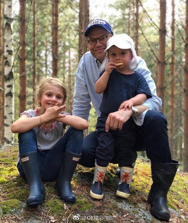 近日,瑞典王室一家外出度假,王室的第二顺位继承人埃斯特拉公主真的越来越好看啦,完美继承了妈妈维多利亚的好气质,弟弟奥斯卡王子也笑得十分开心,看来这是一次非常愉快的假期啦~